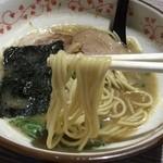 麺や輝の穴 - ラーメン(680円)麺リフト