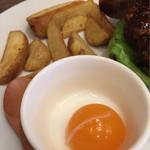 44437615 - テリヤキバーガーの味を変える卵黄とポテト
