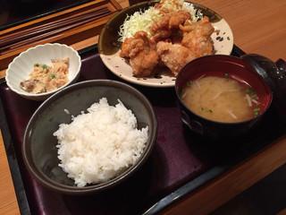 博多もつ鍋 やまや 名古屋栄店 - 唐揚げ明太風味定食  明太風味はしないけどピリ辛でモモ肉の美味しい唐揚げ☆