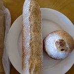 4444554 - バゲットと栗といちじくのパン