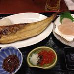 紋別 - 1000円のランチ 御飯とカニ汁は後からにしてもらった 2015.11