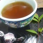 茶房 萌木 - サービスのお茶とチョコレート