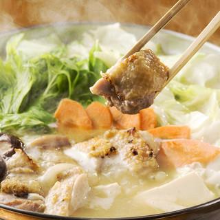 看板商品自家製濃厚スープのコラーゲンたっぷり水炊き鍋