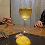 スノー グース - グラスワイン(450円)のシャルドネ