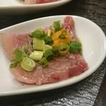 44450912 - 炙り肉とウニ