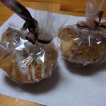 Columbus - 料理写真:左がマロンパイ(200円)、右がいちじくパイ(300円)
