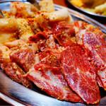 大阪焼肉・ホルモン ふたご - 豚のハラミ、ツラミ、ホルモン