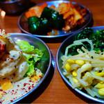 大阪焼肉・ホルモン ふたご - キムチ盛り合わせ、ナムル盛り合わせ、ポテトサラダ
