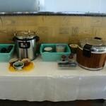 ホテルユニバース - ご飯とみそ汁コーナー