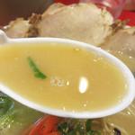 長浜御殿 - ややブタブタしいアロマがありながらも、あっさりです。 まさに日常豚骨にふさわしい風味。