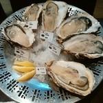 44462472 - 【2015.11.14(土)】味くらべ牡蠣盛り合わせ(国産6種+外国6種)@7,300