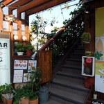 カフェ エアー - 商店街通り沿いの店入口