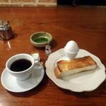 炭火焼珈琲ツノハズ - 炭火焼ブレンドコーヒー650円+モーニングサービス