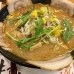 特製ラーメン武蔵丸 - 肉と加賀野菜の濃厚魚介とんこつ醤油ラーメン