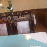 レストランこはく - 清潔感ある店内