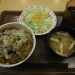 44467227 - きのこペペロンチーノ牛丼サラダセット¥620-