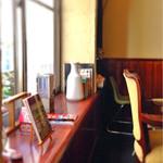 サニー フード カフェ アンド ミュージック - 仄暗い感じがいいです。