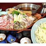 河内長野荘 - 寄せ鍋 (魚介や肉の盛り合わせ)
