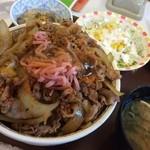 すき家 - きのこペペロンチーノ牛丼メガ、サラダセットたまご。