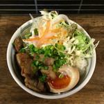 麺鮮醤油房 周月 - チャーシュー丼 380円       炙ったチャーシューと野菜のバランスが良好です。