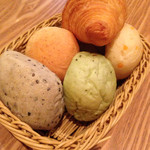 LA LOBROS PAN TABLE CAFE - 食べ放題のパン
