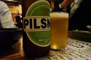 えんや 難波千日前店 - ●ピルスナーも飲んだよ~、やはり美味しい箕面ビール♪こちらも\900、贅沢なビールってことね