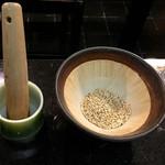 44479411 - 擂り鉢にソースを注ぎます
