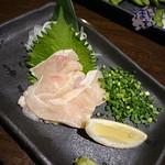 炭焼き漁師小屋料理 目黒西のひもの屋 - 鶏のたたき 637円