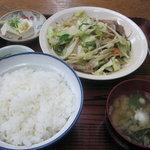 高橋食堂 - 料理写真:肉野菜炒め定食全貌