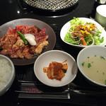 焼肉トラジ 横浜モアーズ店 - 彩りセット(M)1500円!