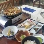 十和田食堂 - 十和田湖で楽しみにしていた、「十和田バラ焼き 単品 (850円)」と「十和田湖ひめます塩焼定食(中) (1600円)」