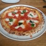 チェントロ - 料理写真:「水牛ミルクのモッツァレラチーズのマルゲリータ」1,800円税抜