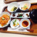 十和田食堂 - ヒメマスのヅケ丼