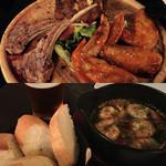 44487037 - 肉の盛り合わせ                       海老のアヒージョ