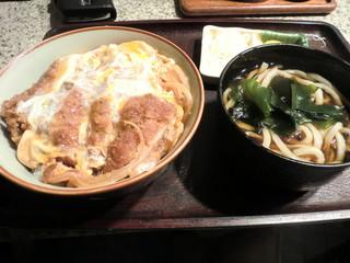ごんべえ - カツ丼(饂飩は標準でついてきます)