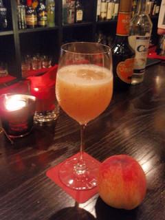 バー アップトゥーユー - 白桃のベリーニ★シャンパンベースのフローズンスタイルは女性に大人気です!
