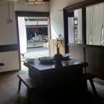 三澤屋茶屋 - 店内のイートインスペースも風情があります