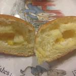 メロンパンファクトリー - ミニコーンパンの断面