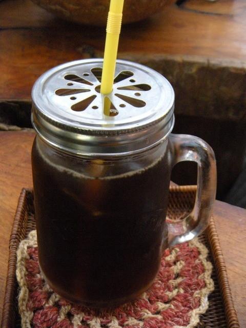 ギャラリーじゃらんじゃらんの杜 カフェ - 今週のコーヒー¥450 アイスだとBellのガラスキャニスター