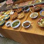 山王うどん - 惣菜のセルフコーナー
