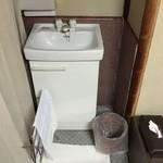 魚信旅館 - 部屋の手洗いです。トイレはありません。