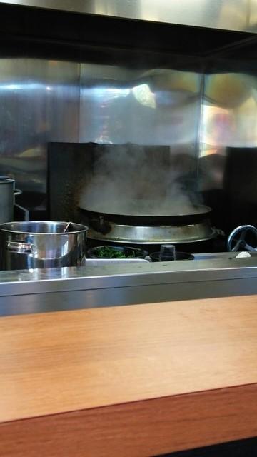 蔵前家 - 厨房には、巨大な釜が…