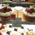 C3 立川伊勢丹店 - (4月限定)イチゴとティラミスークリームのドルチェ