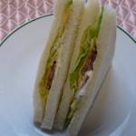 パルシェ - チーズサラミサンド280円