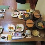 瓦そば本店 お多福 - 20数人での訪問だったんで事前予約済、到着した時にはお座敷に食事の用意がしてありました。