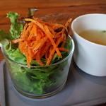 モコ ライフスタイル ストア - パスタについてたサラダとスープ ドレッシングおいしかった!