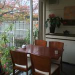 カフェ・ド・ルポ - 店内・テーブル席