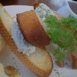 トランジット・カフェ - ブルー&クリームチーズのブルスケッタ 蜂蜜添え