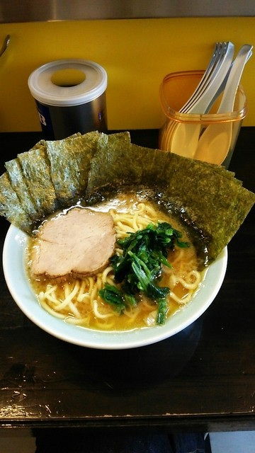 家系ラーメン ジェット家 - ラーメン600円。麺硬め。海苔増し100円。