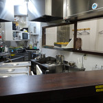 峠の蕎麦 - 「峠の蕎麦」三角形の厨房